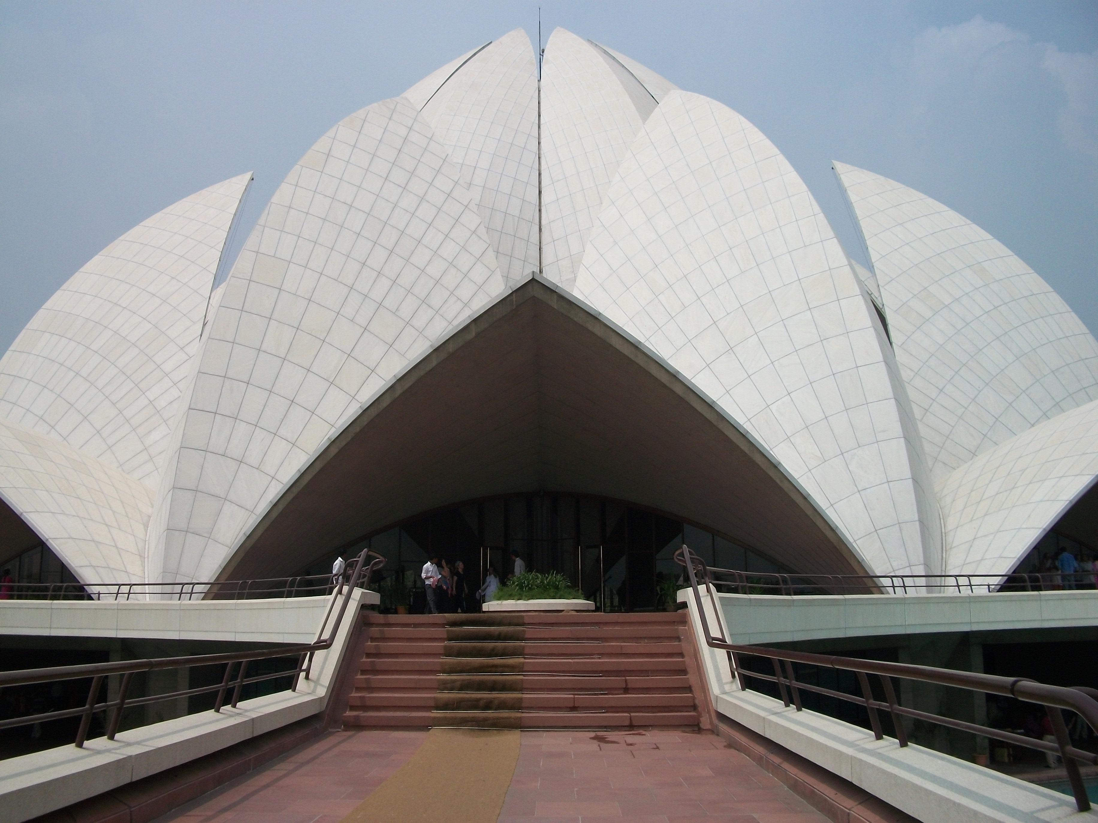 effects by air pollution on historical monuments like lotus temple Air pollution is fast leading air pollution causing discolouration of taj near the main dome of the monument to study the effect air pollution had on.