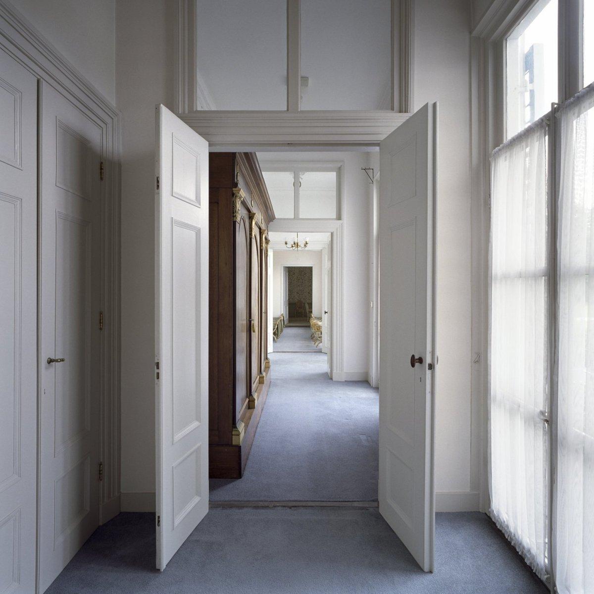 File interieur overzicht van de enfilade op de begane grond gelegen aan de voorzijde van het - Whirlpool van het interieur ...
