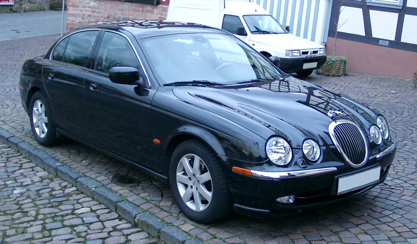 Ficheiro:Jaguar S Type Front 20071211