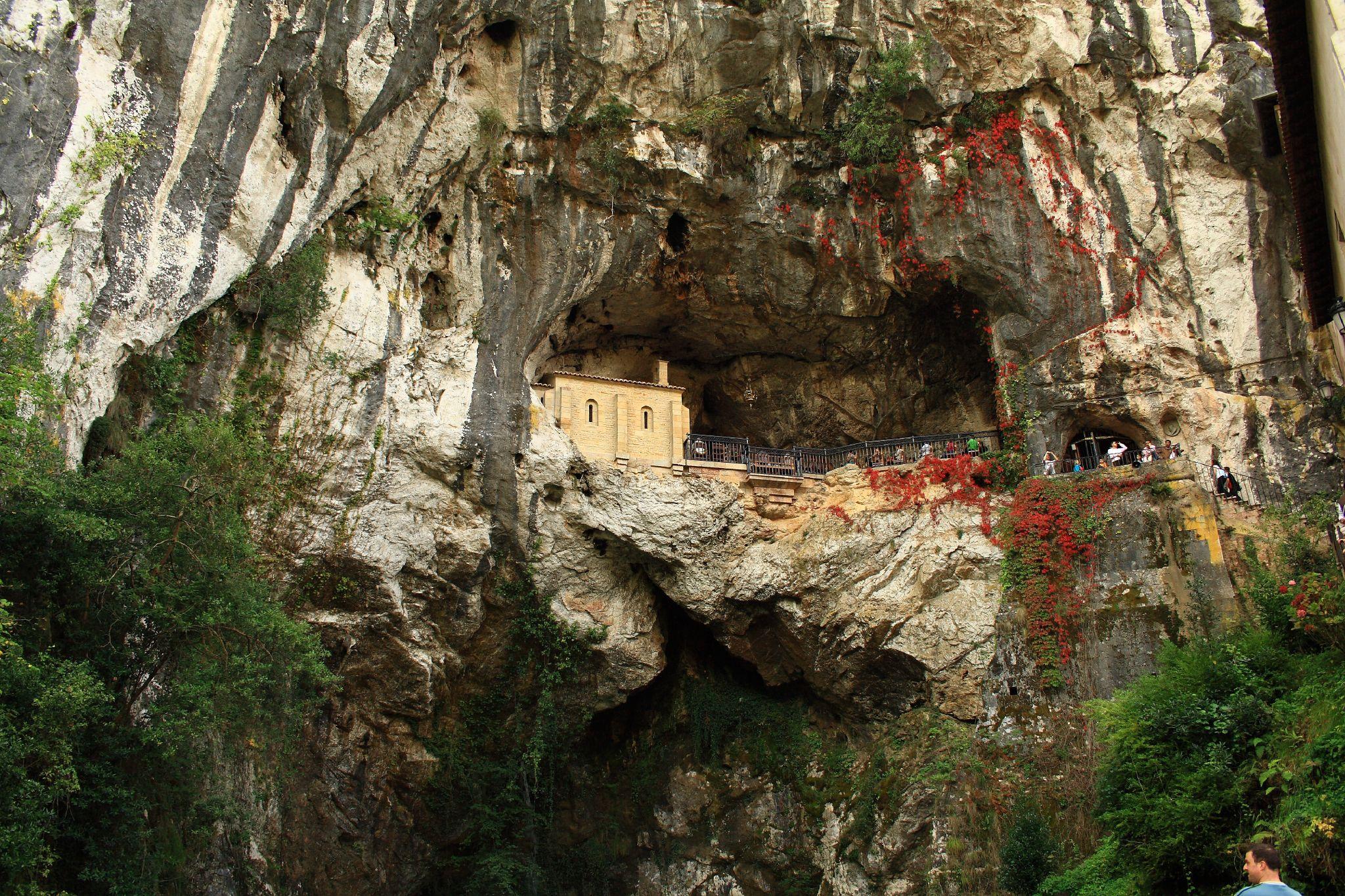 Santa Cueva De Covadonga Wikipedia La Enciclopedia Libre