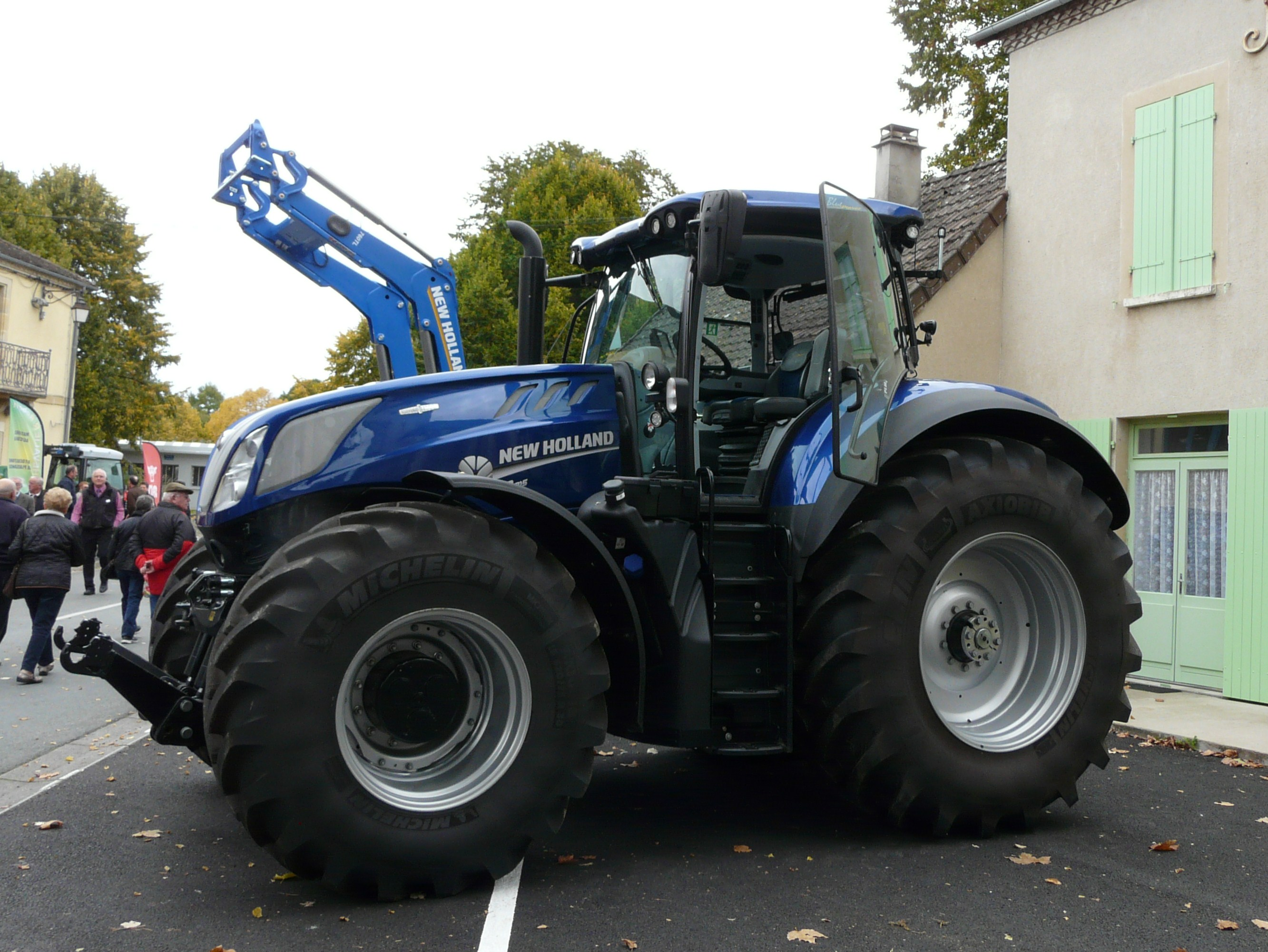 File:Lanouaille New Holland T7.315.jpg