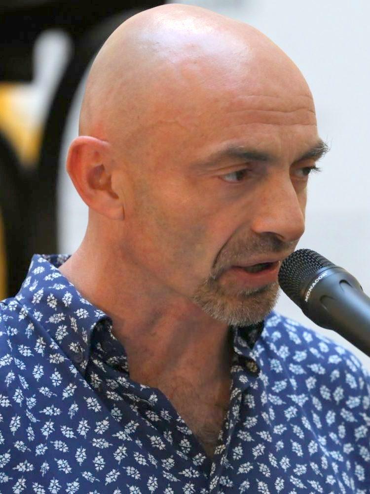 File:Marcos Macarro, en la presentación del poema \'La vida\', en ...