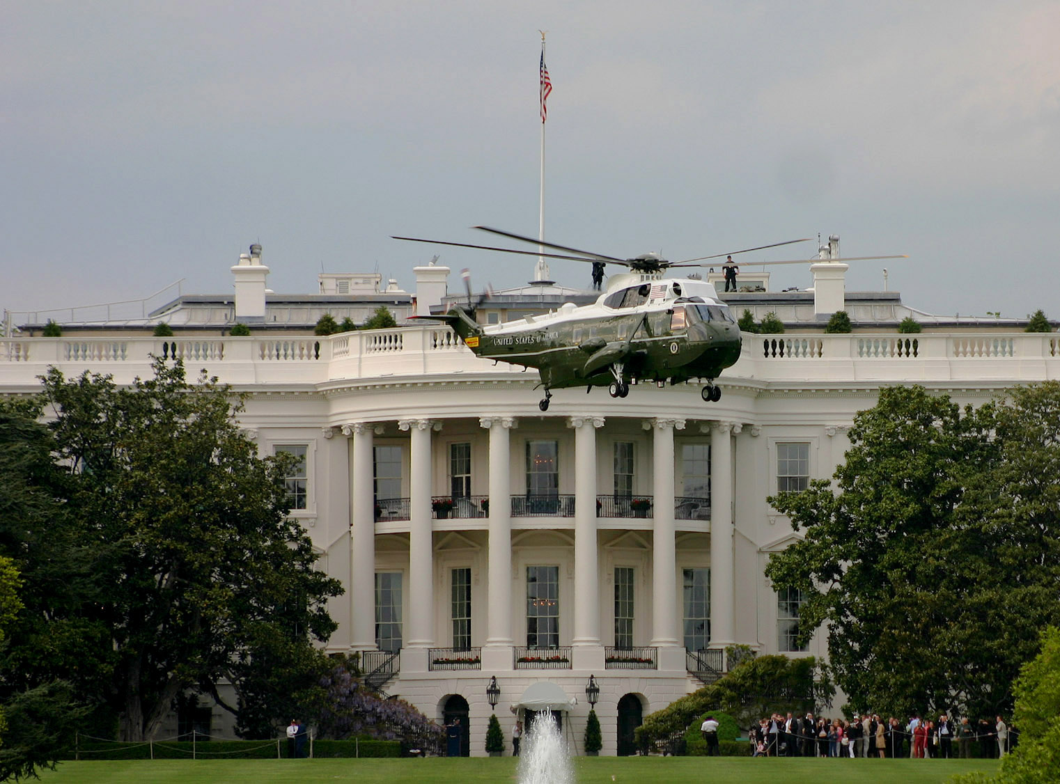 marine one helicopter with File Marine One 2005 on File marine one 2005 likewise Shi recked Supertankers Bulk Carriers also 599735 further 998 in addition F 14 Tomcat.