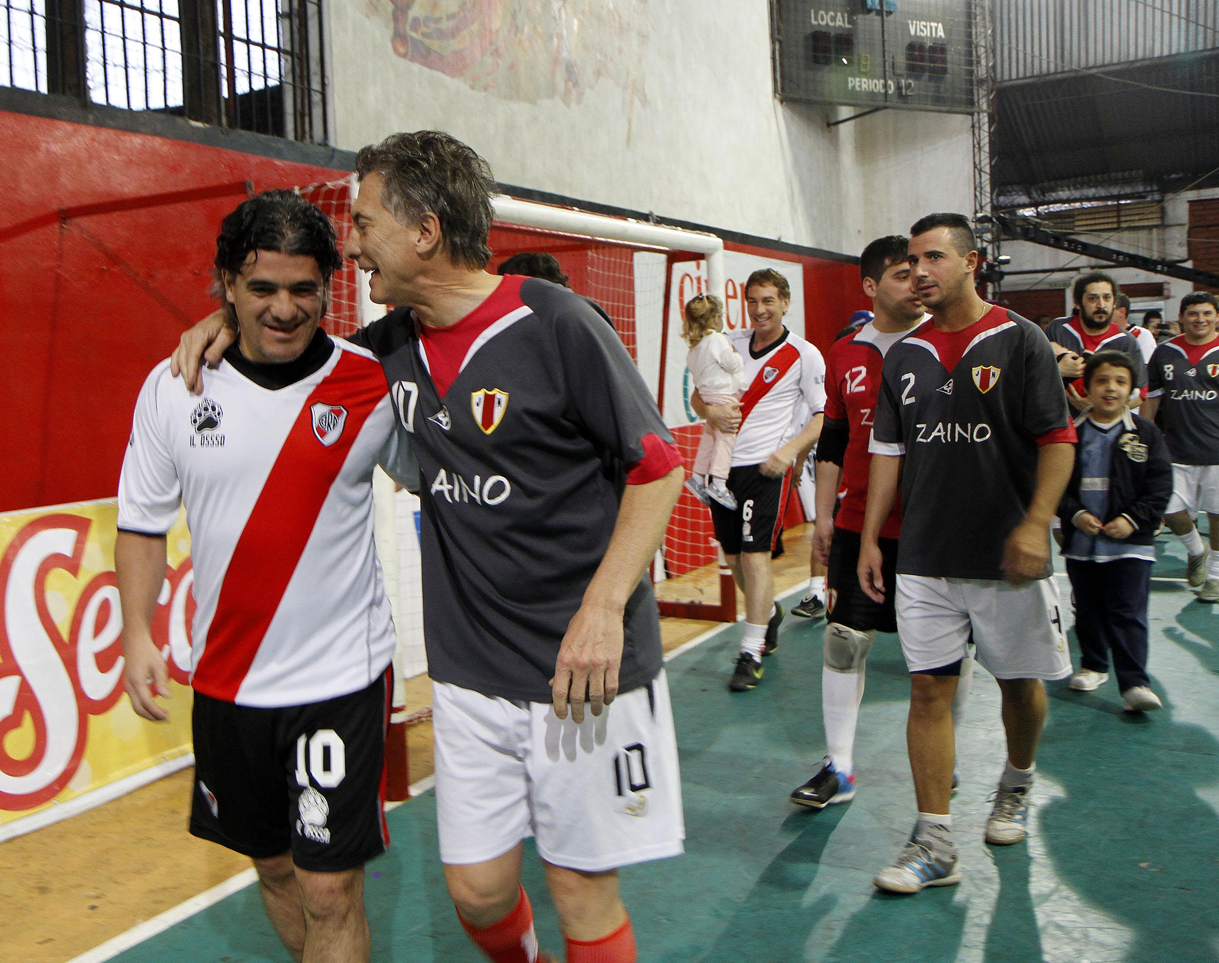 File Mauricio Macri particip³ de un partido de fºtbol con Ariel