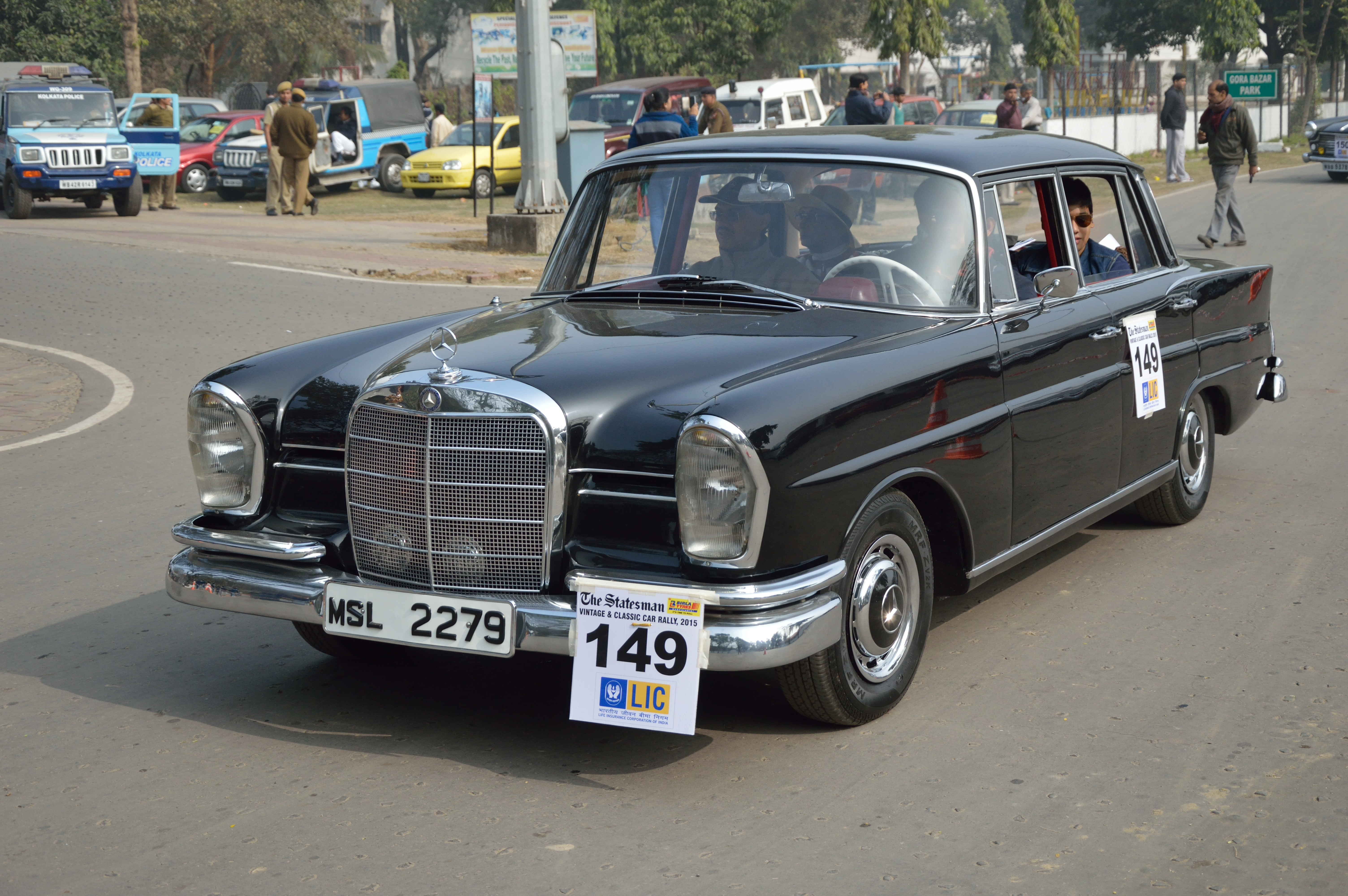 File:Mercedes-Benz - 230 S - 1967 - 2306 cc - 6 cyl