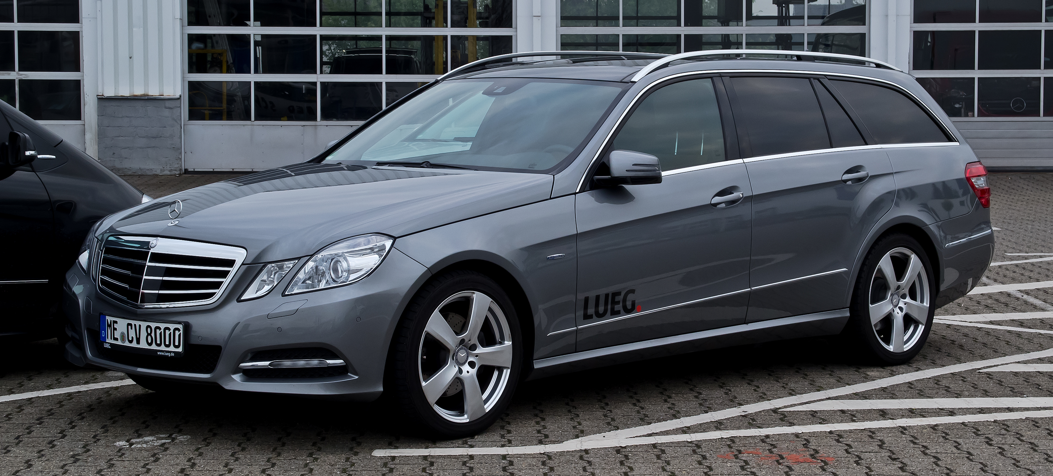 File:Mercedes-Benz E 250 CDI 4MATIC BlueEFFICIENCY T-Modell ...