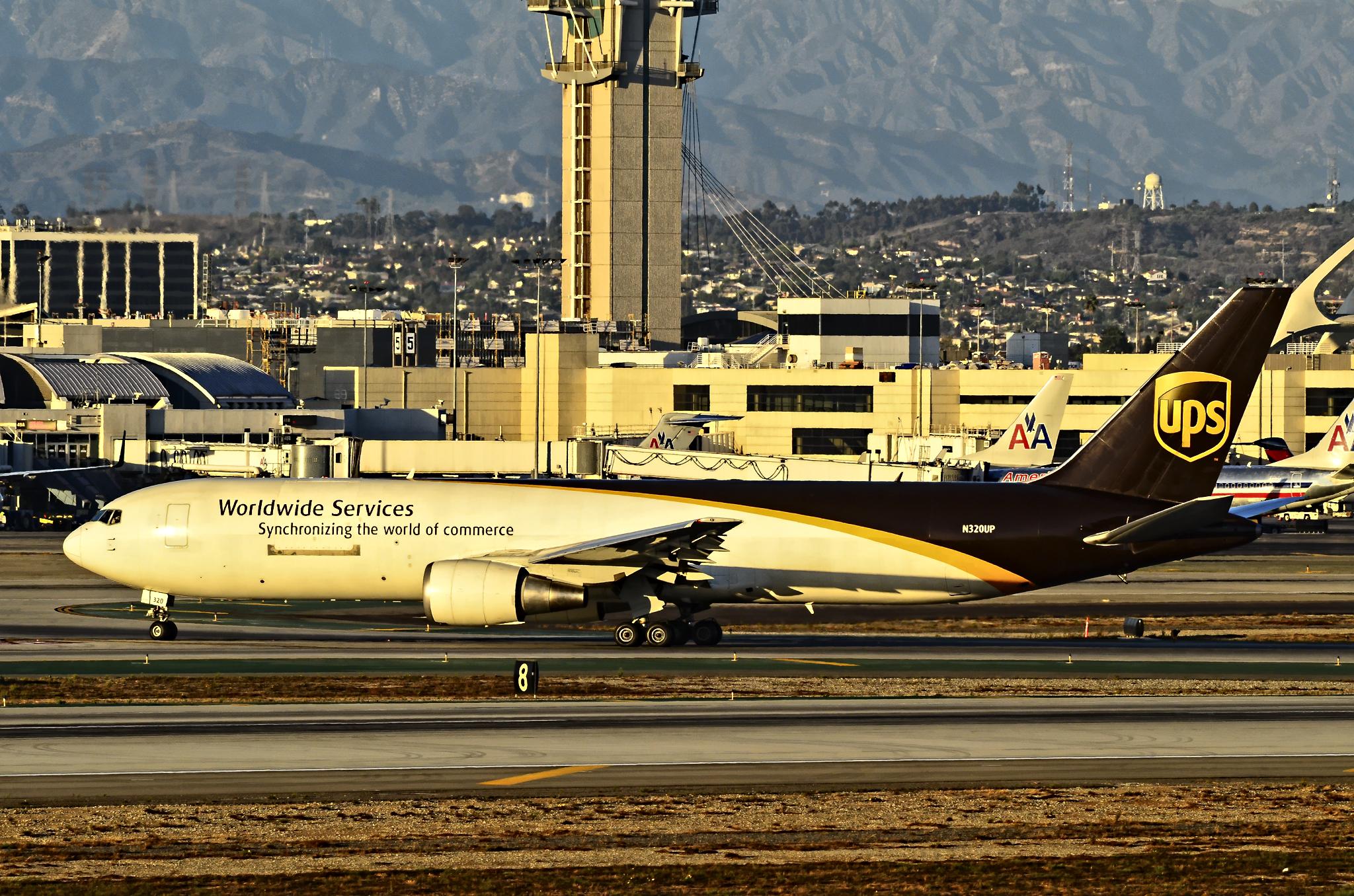 File:N320UP United Parcel Service - UPS Boeing 767-34AF-ER (cn