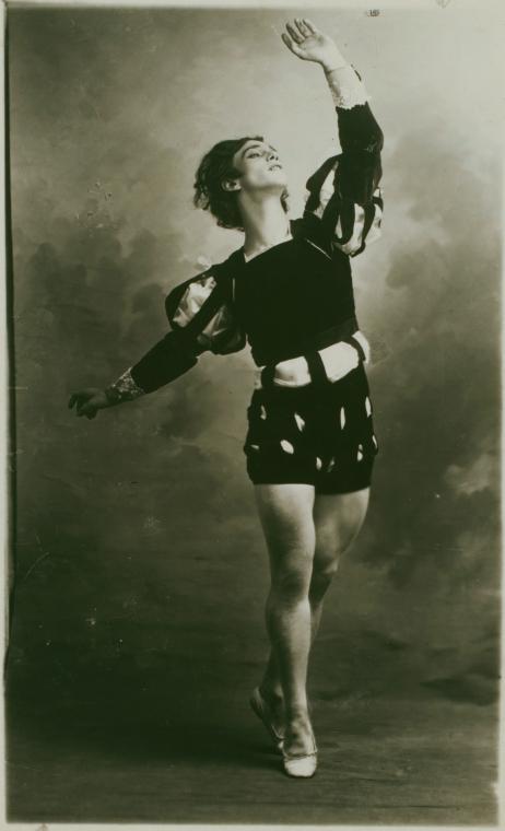 nijinski in albret du ballet giselle 2.jpg