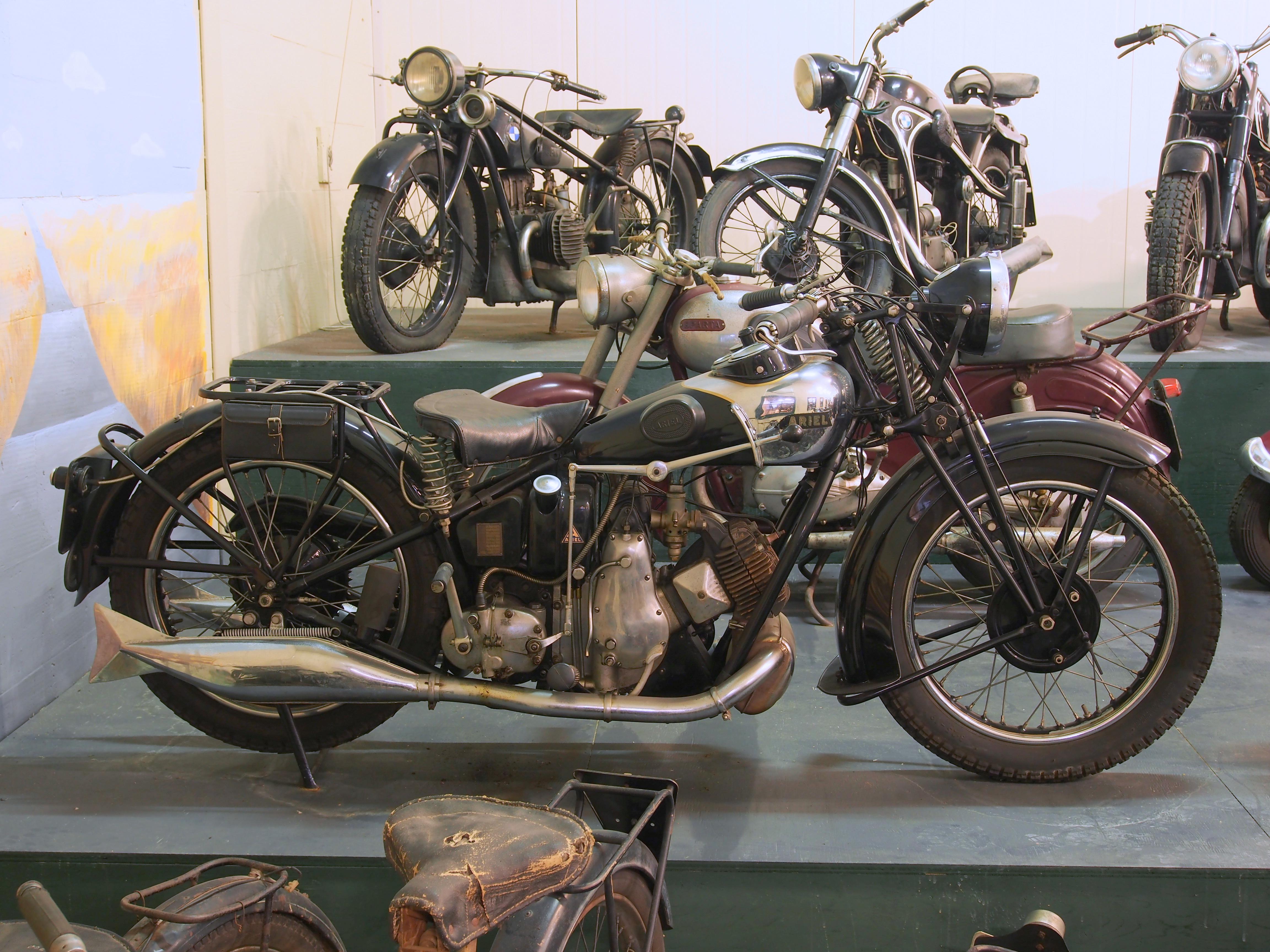 File:Old Ariel motorcycle.JPG - Wikimedia Commons