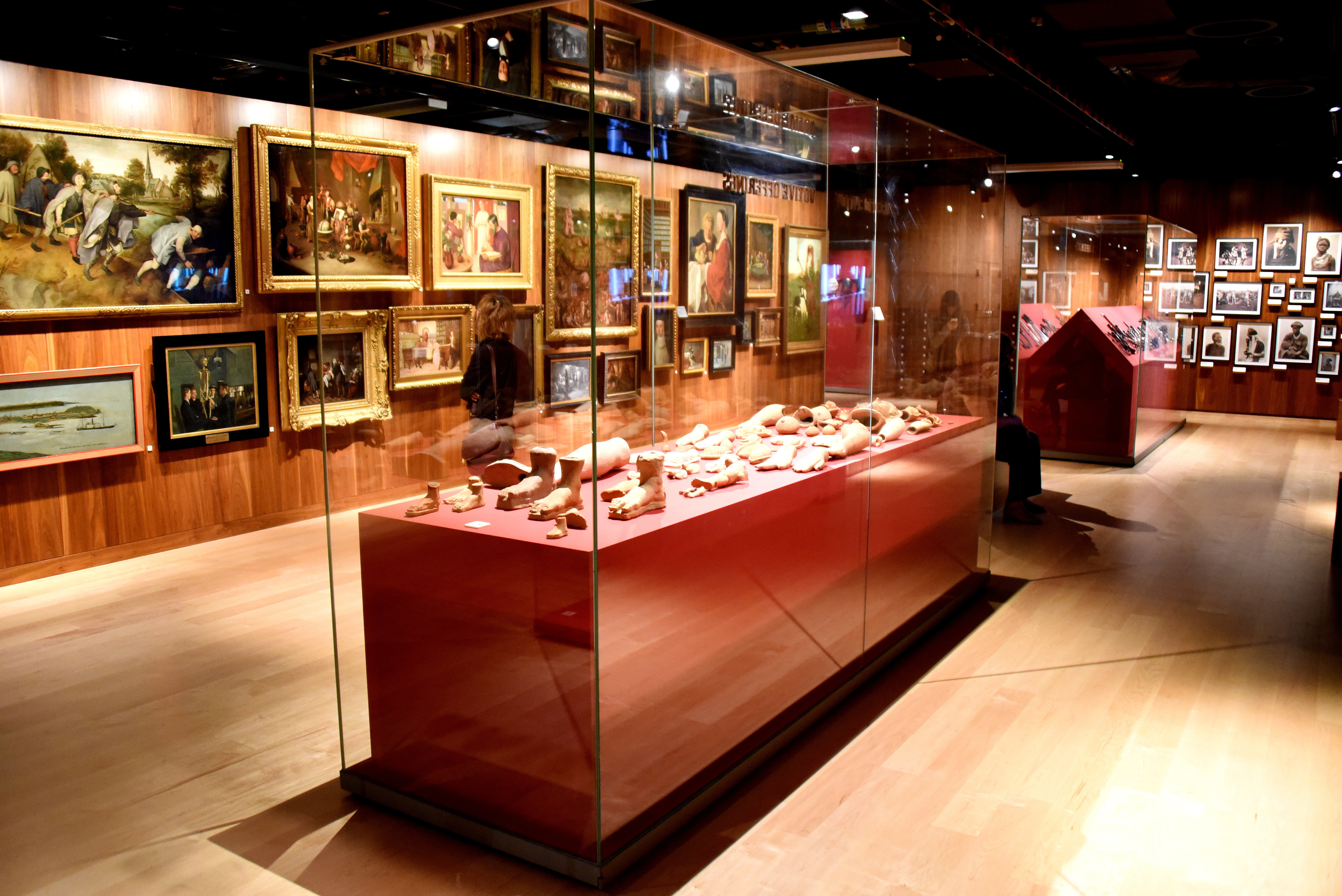One of the halls of the Wellcome Collection, London.jpg