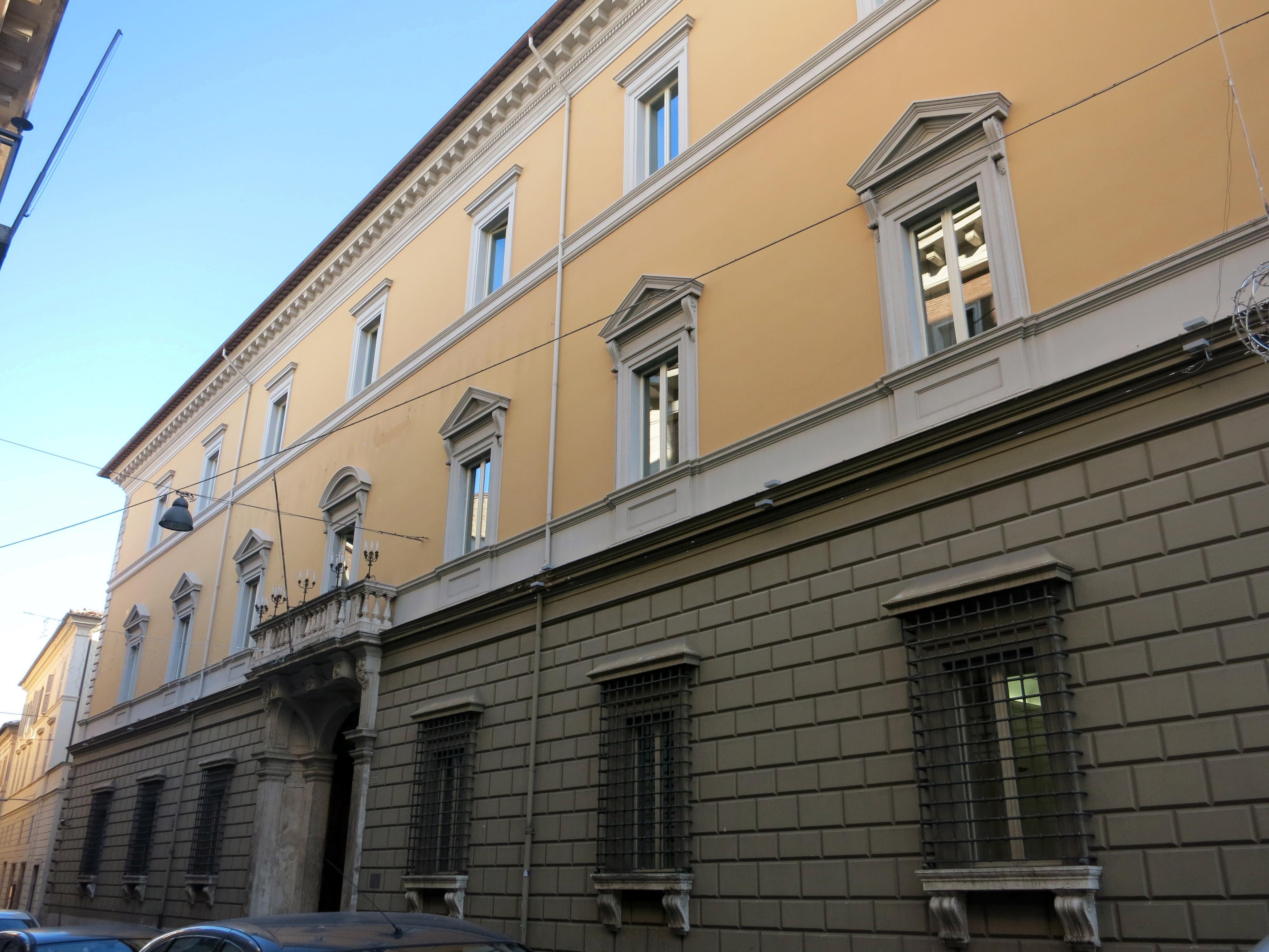 Palazzo Crispolti sede della Cassa di Risparmio di Rieti dx 03
