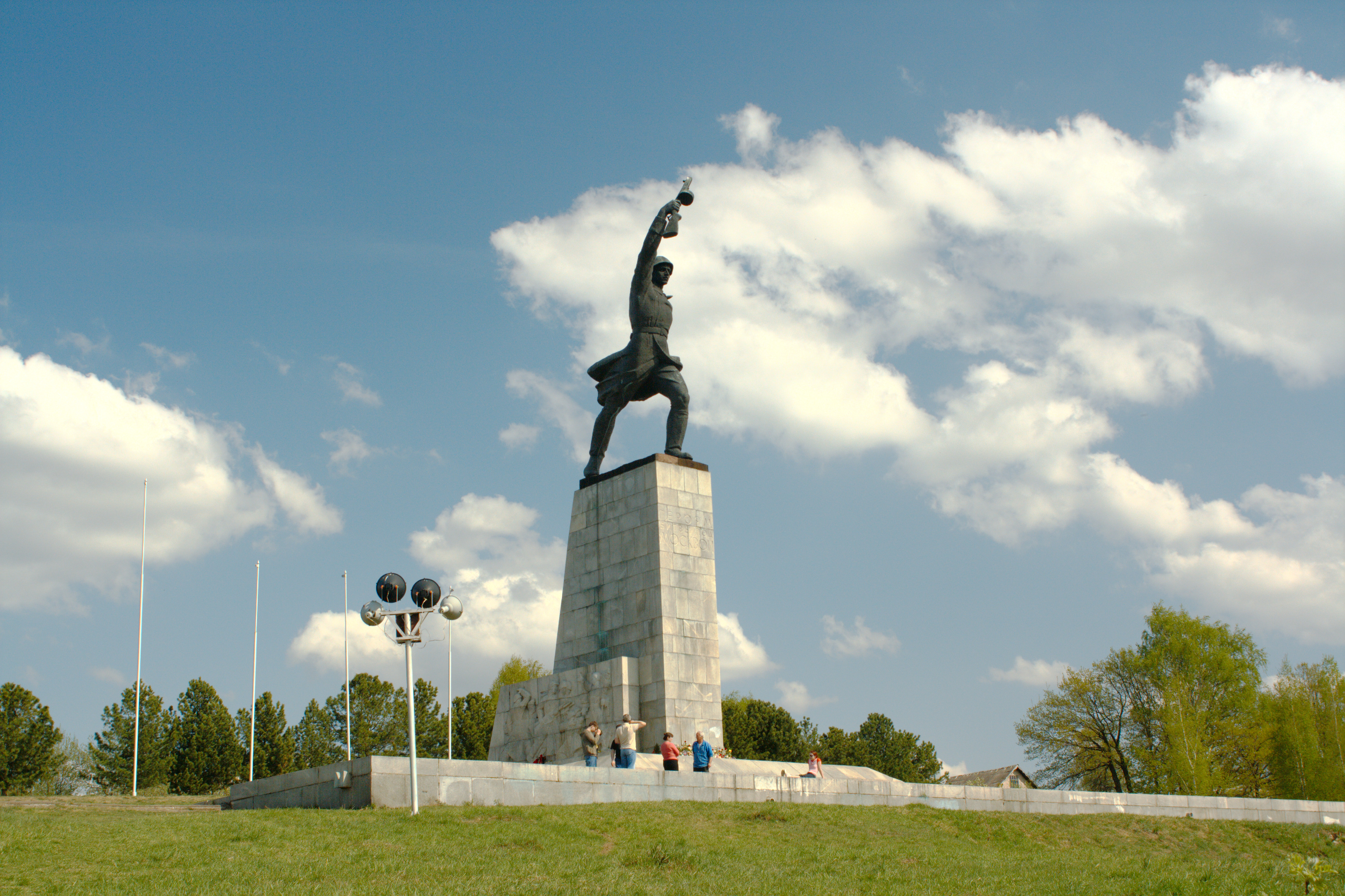 http://upload.wikimedia.org/wikipedia/commons/6/6e/Peremilovo_monument_01.jpg