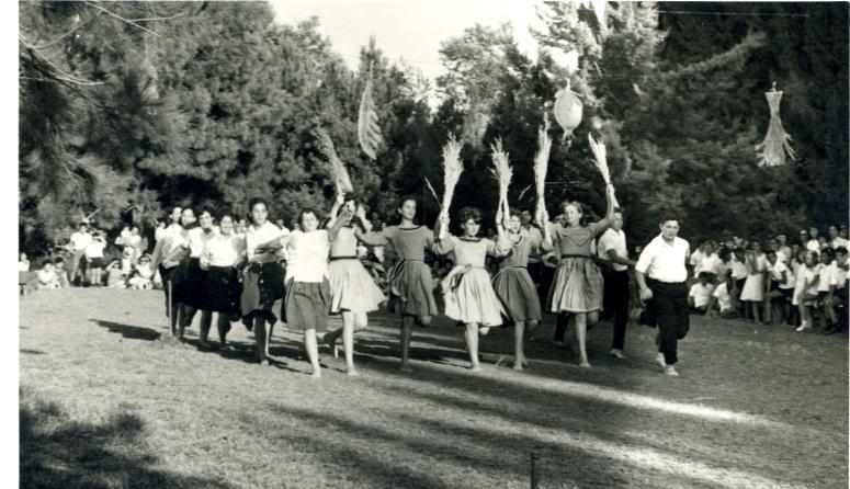 רוקדים בבית הספר בצופית