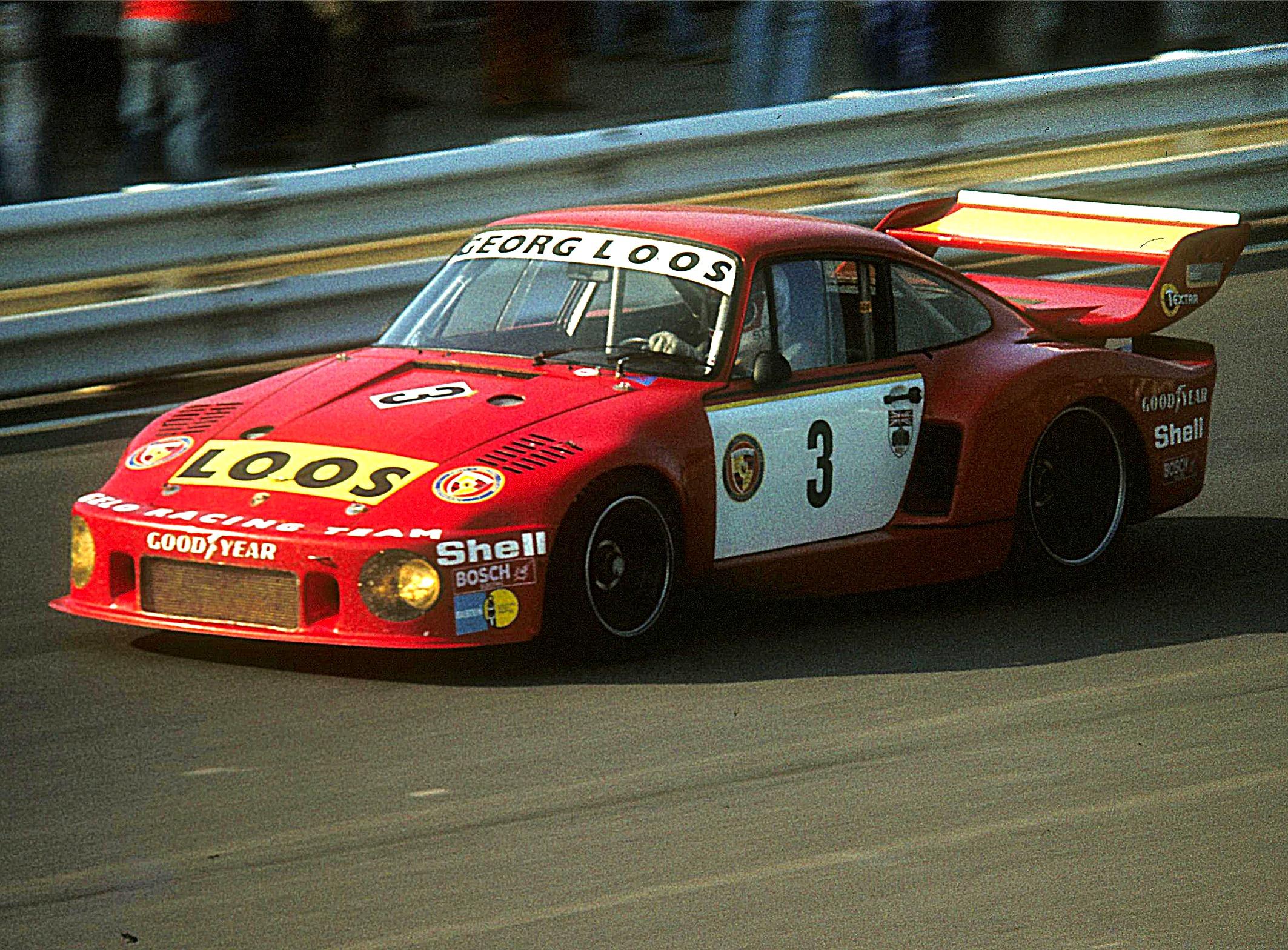 1977 gewann Rolf Stommelen (Bild) zusammen mit Hezemans und Schenken im Porsche 935