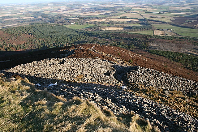 Prehistoric Ramparts on Mither Tap - geograph.org.uk - 1083635