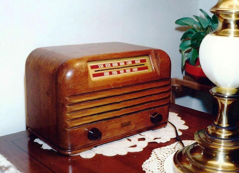 FileRadio Collection Vintage Philco Transitone Wooden Table Radio Circa 1942 8607199487