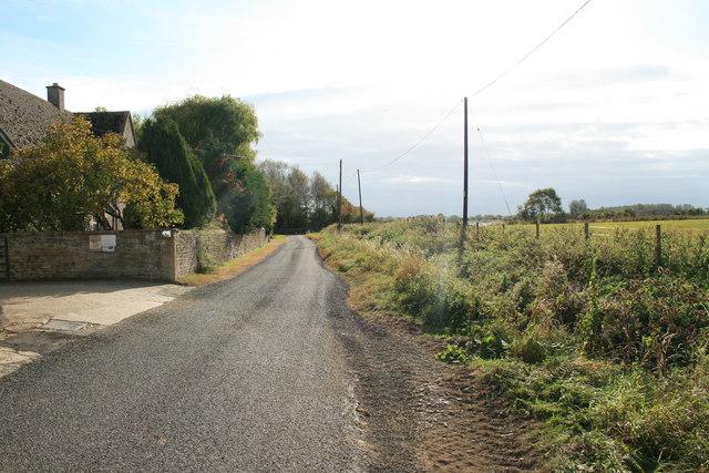 Road through Weald - geograph.org.uk - 1542015