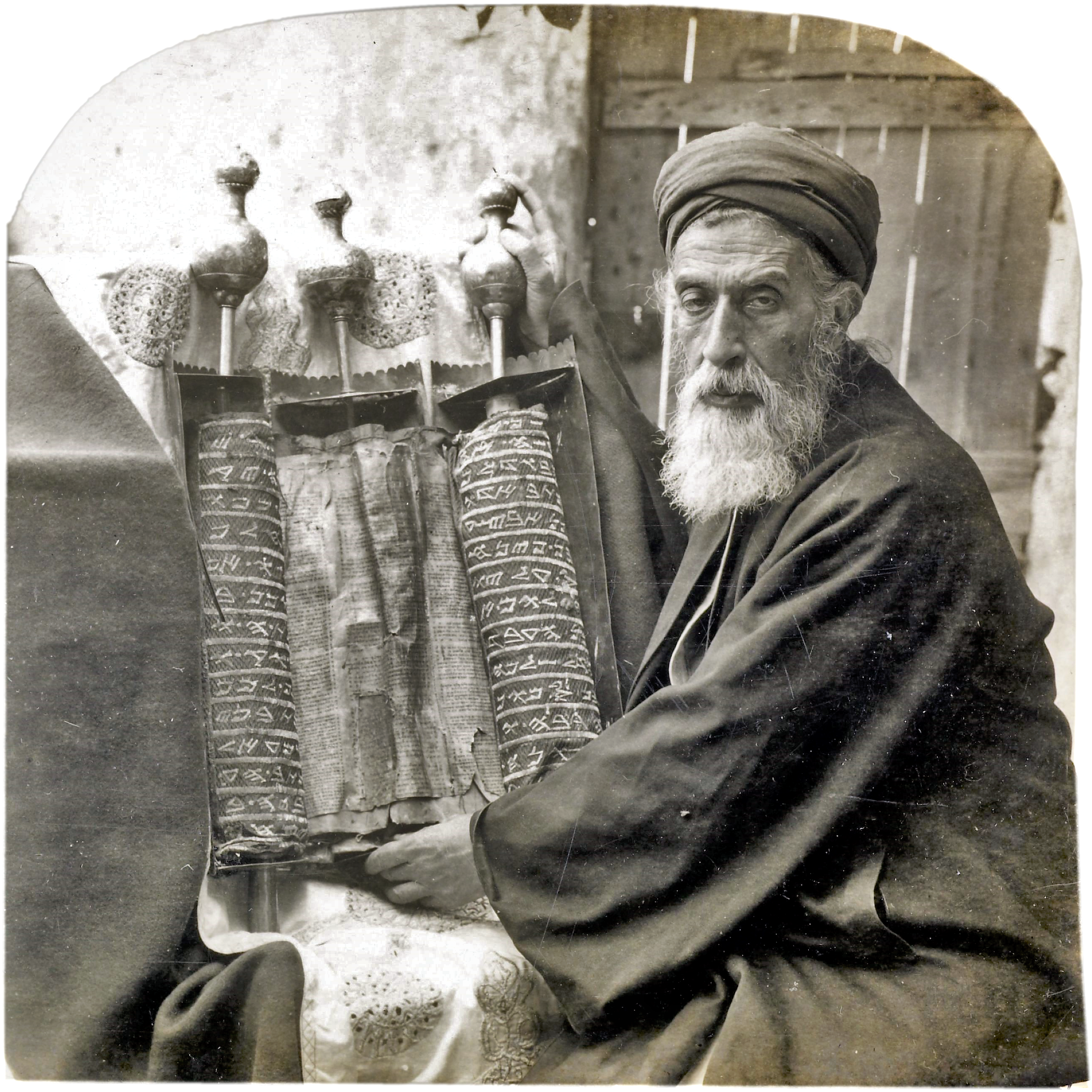 File samaritan high priest and old pentateuch 1905 png wikimedia