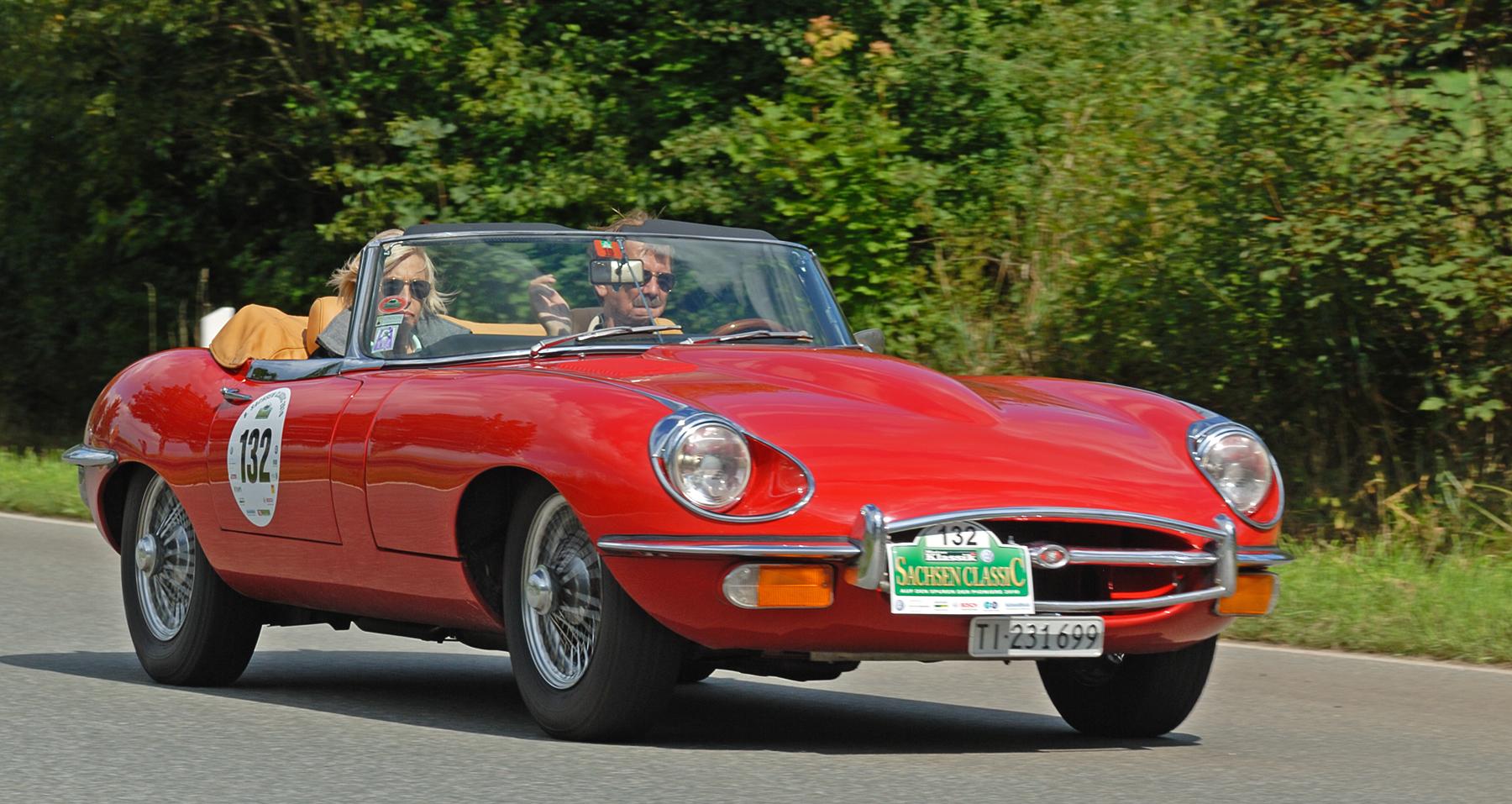mostre o mais belo jaguar que você já viu! Saxony_Classic_Rallye_2010_-_Jaguar_E-Type_4.2_1969_(aka)