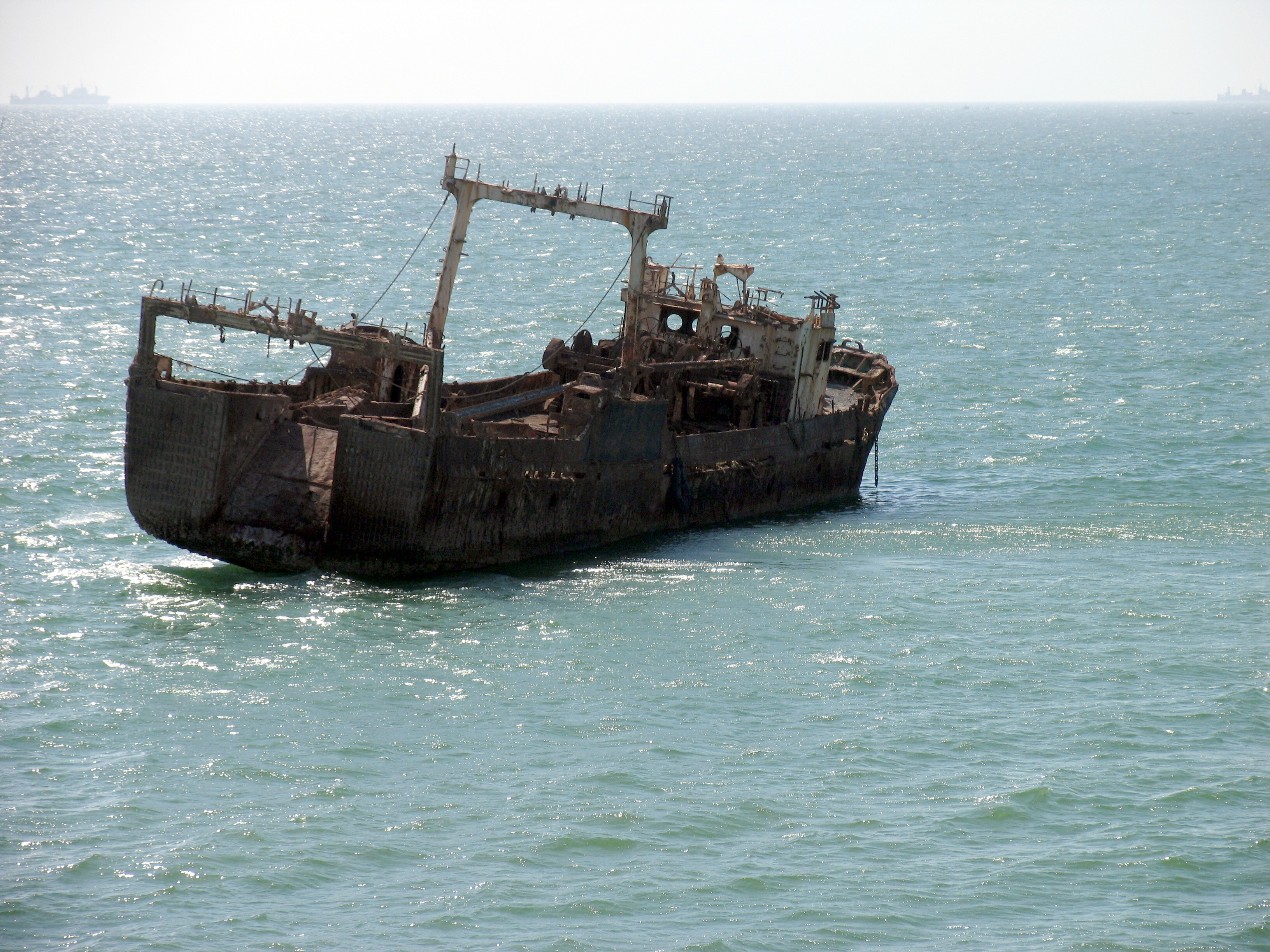 Largest Cargo Ship >> File:Ships graveyard, Nouadhibou, Mauritania-5.jpg - Wikimedia Commons