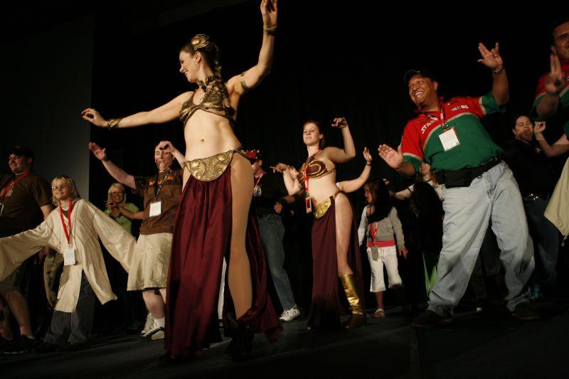 Slave Leia Belly Dancing