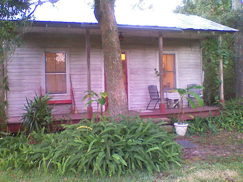 File:Sweet little guest cottage, New Iberia, LA.jpg