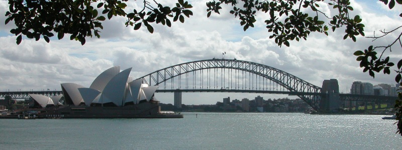 Dosya:Sydney Harbour Bridge and Opera House.jpg