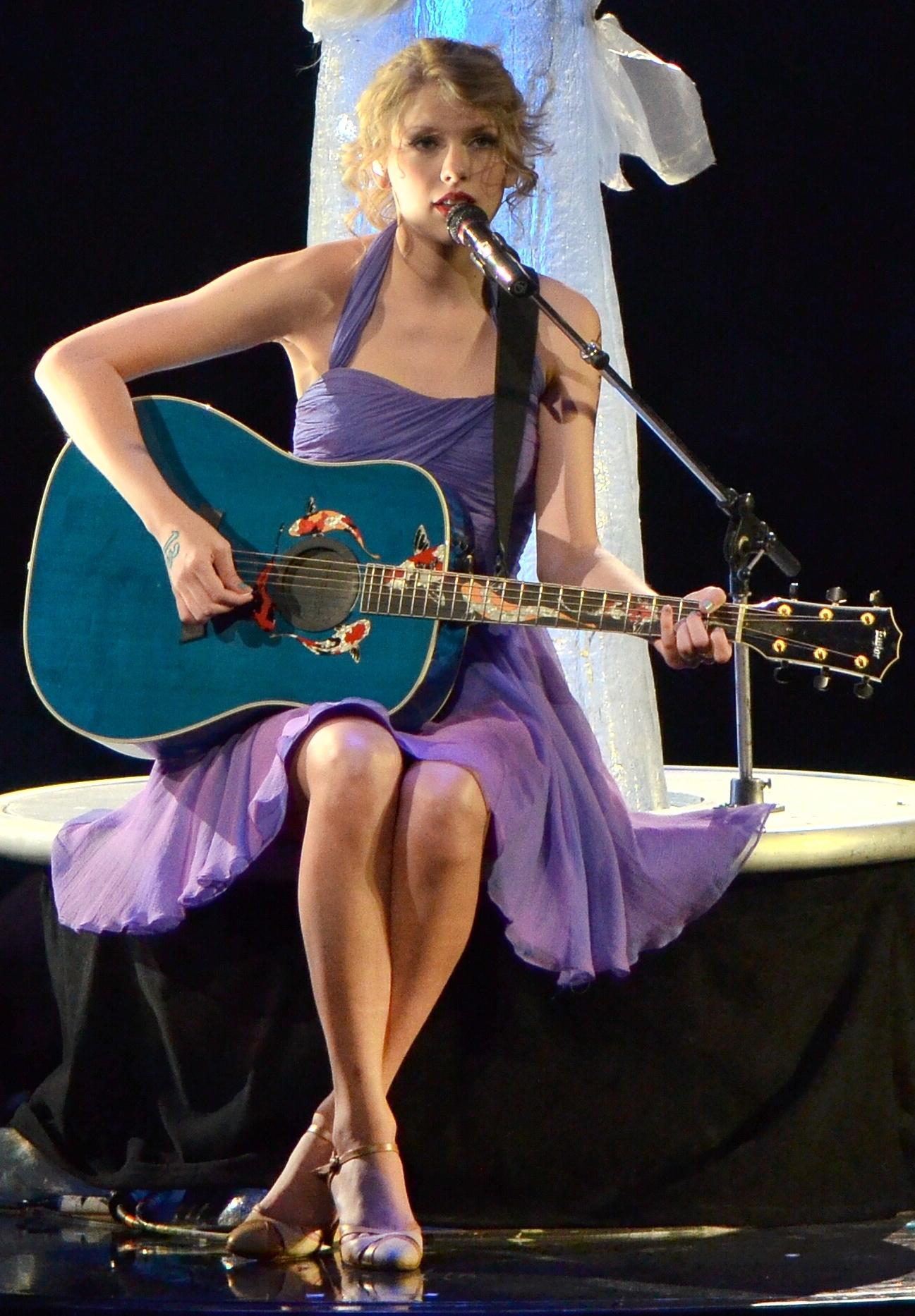 Description Taylor Swift 2011crop.jpg