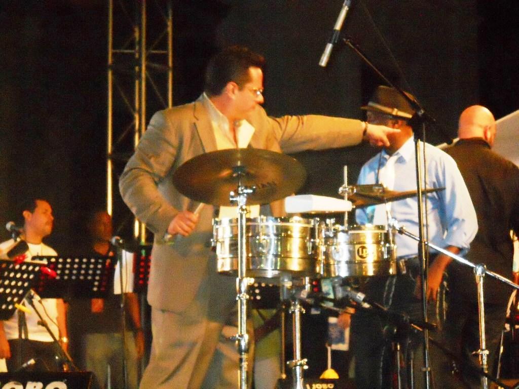 Tito Puente Jr. & The Latin Rhythm - Everybody Salsa