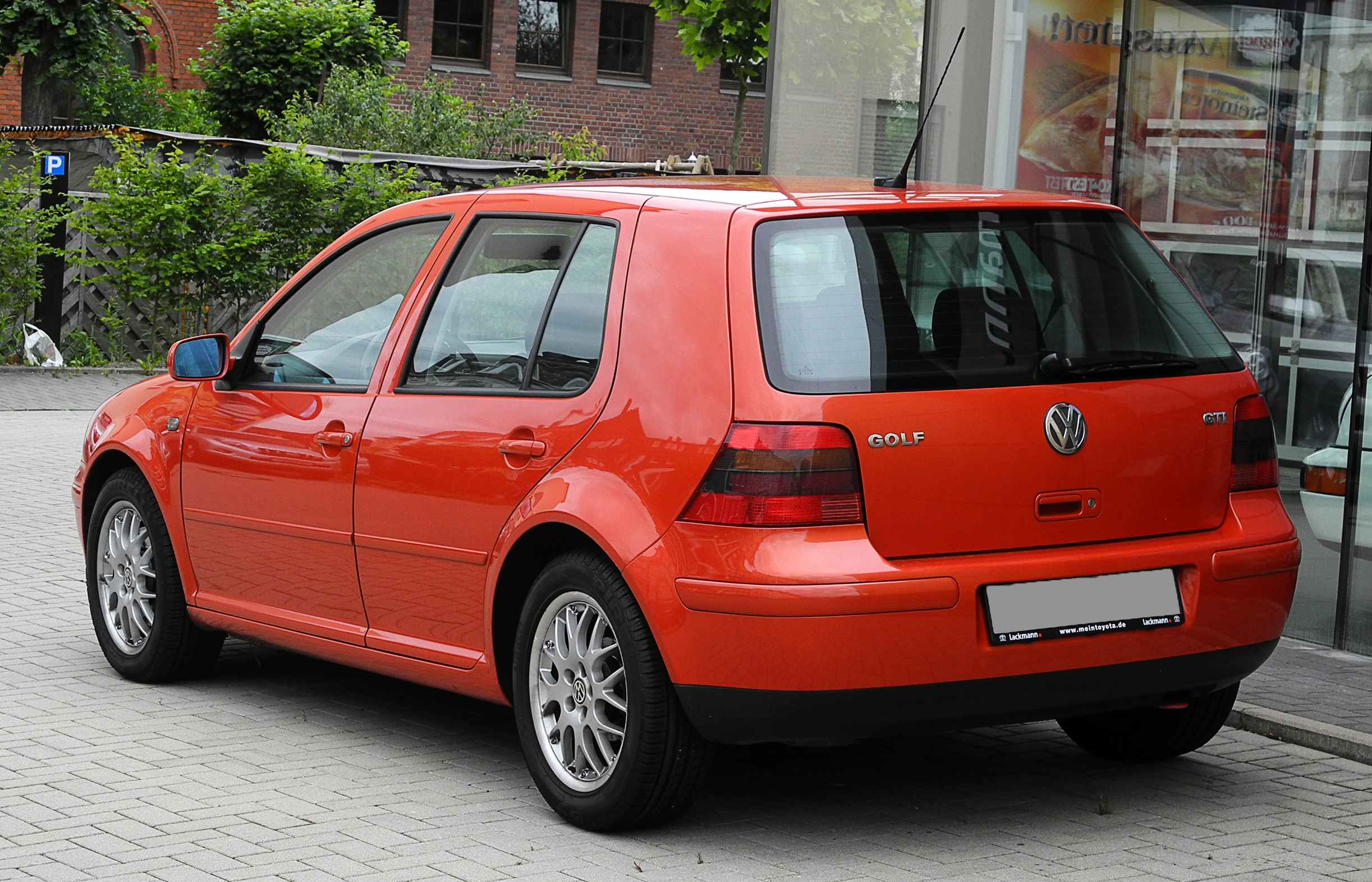 File vw golf gti iv heckansicht 13 juni 2011 wikimedia commons - Entraxe golf 4 ...