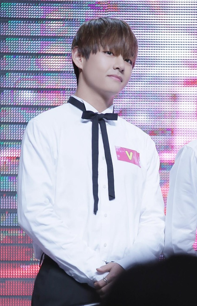 File:V (Kim Tae-hyung) at TTV Red and White in Taipei