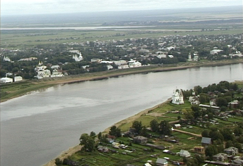 File:Velikiy Ustyug and Sukhona River.jpg