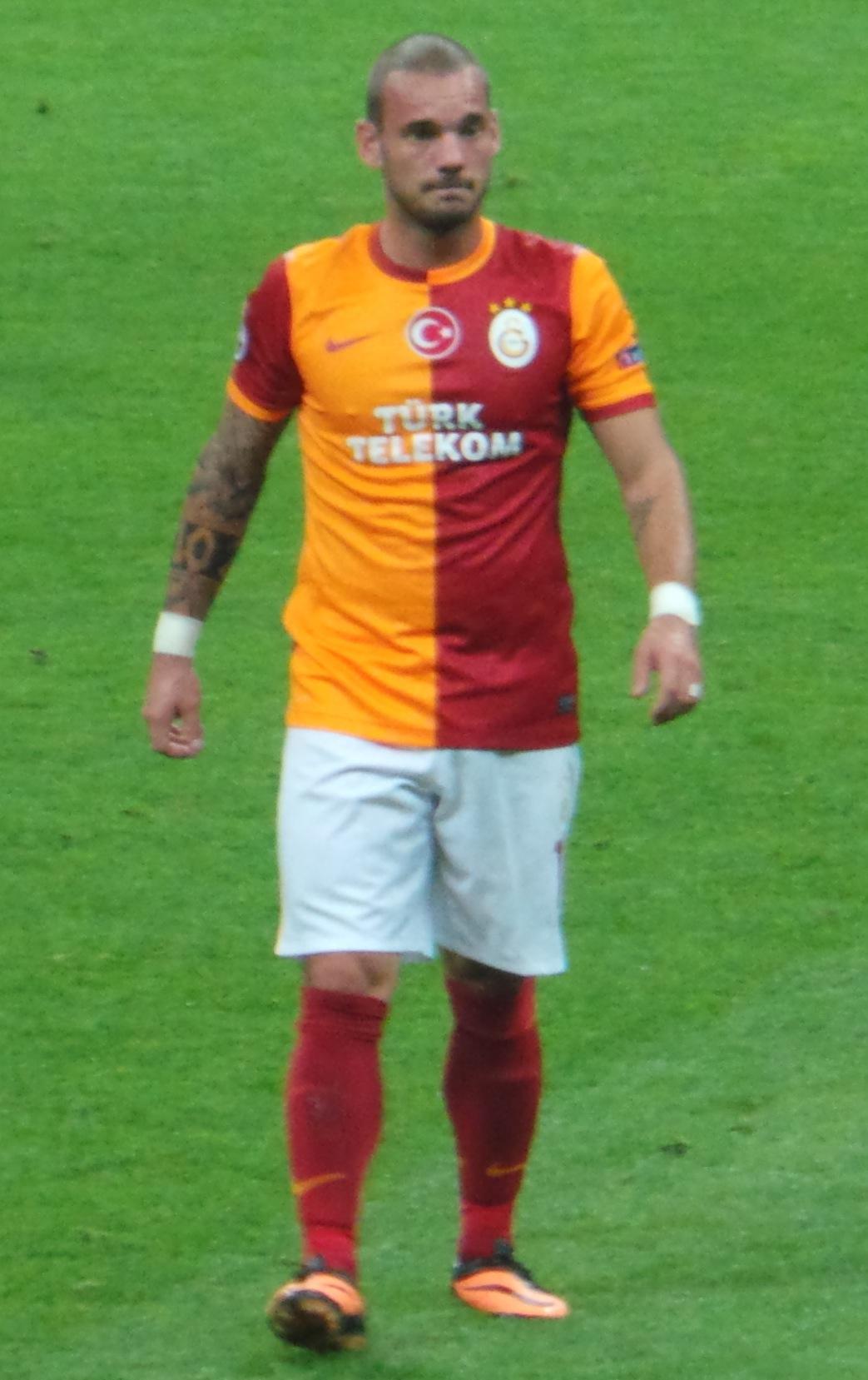 File Wesley Sneijder Real Madrid 13 14 JPG Wikimedia mons