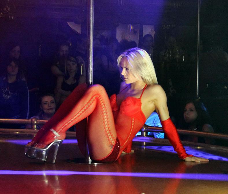 российская стрептизерша блондинка