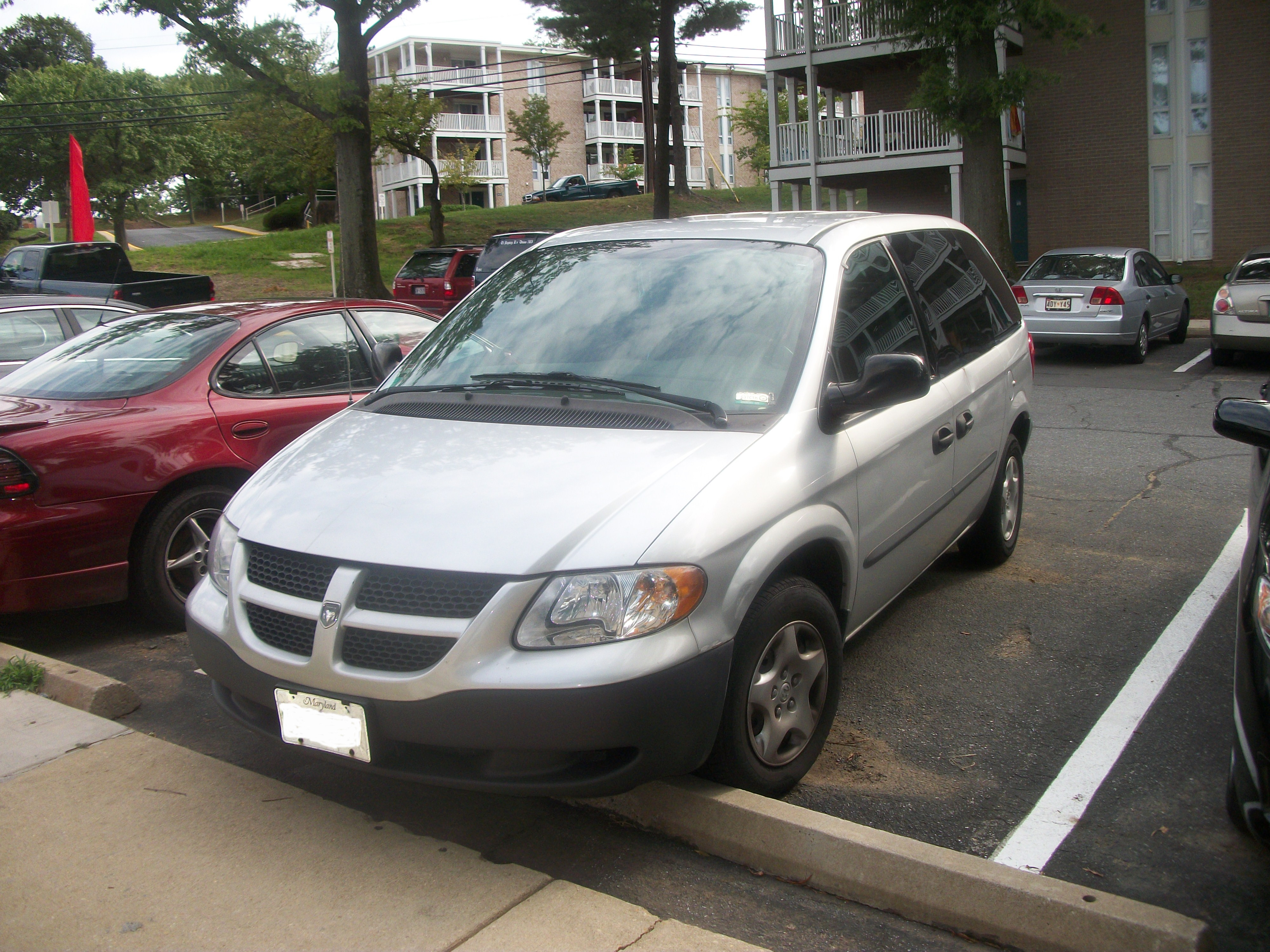 File:2003 Dodge Caravan.JPG - Wikimedia Commons