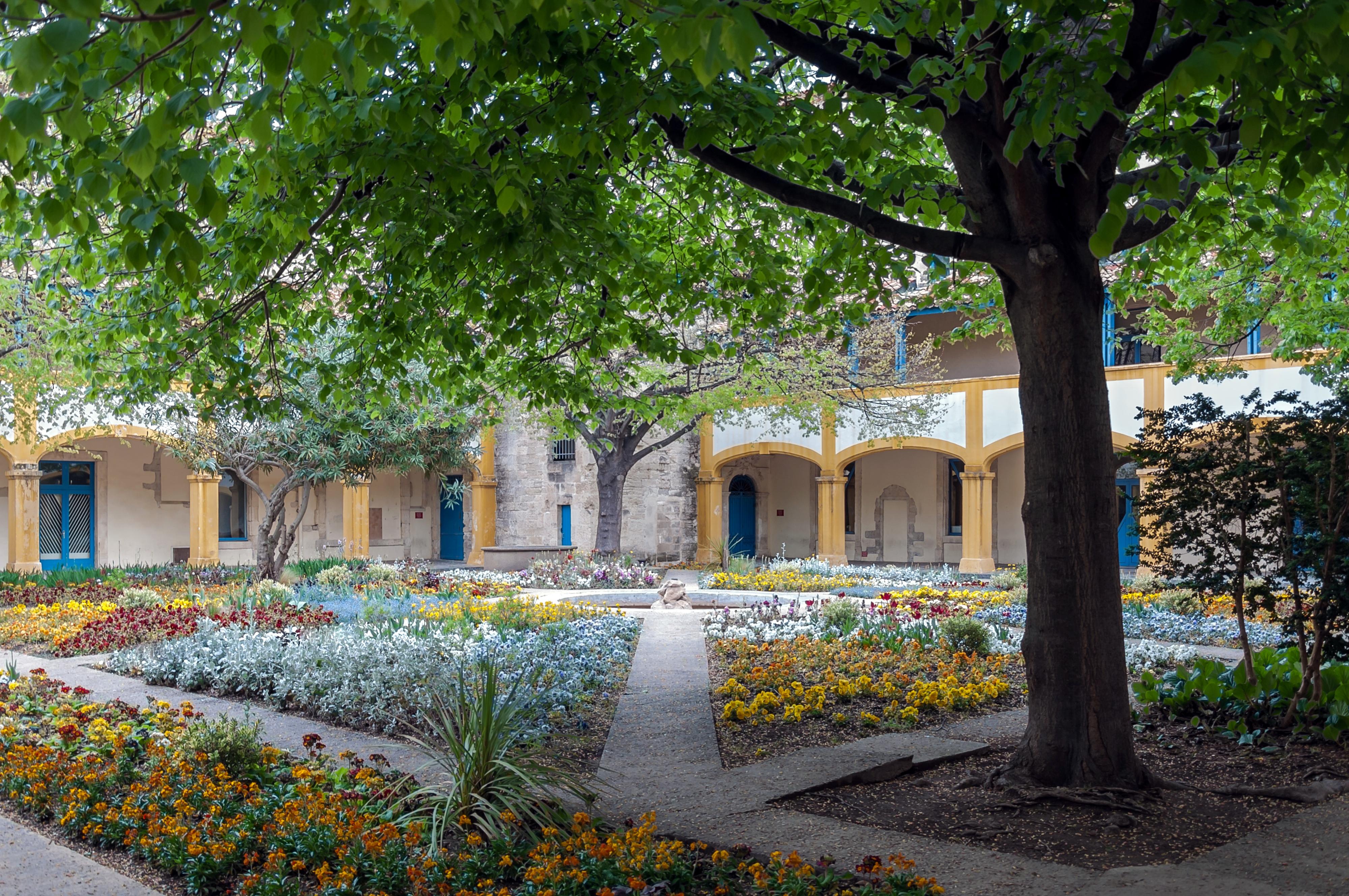 Exceptional File:Arles Hotel Dieu Garden