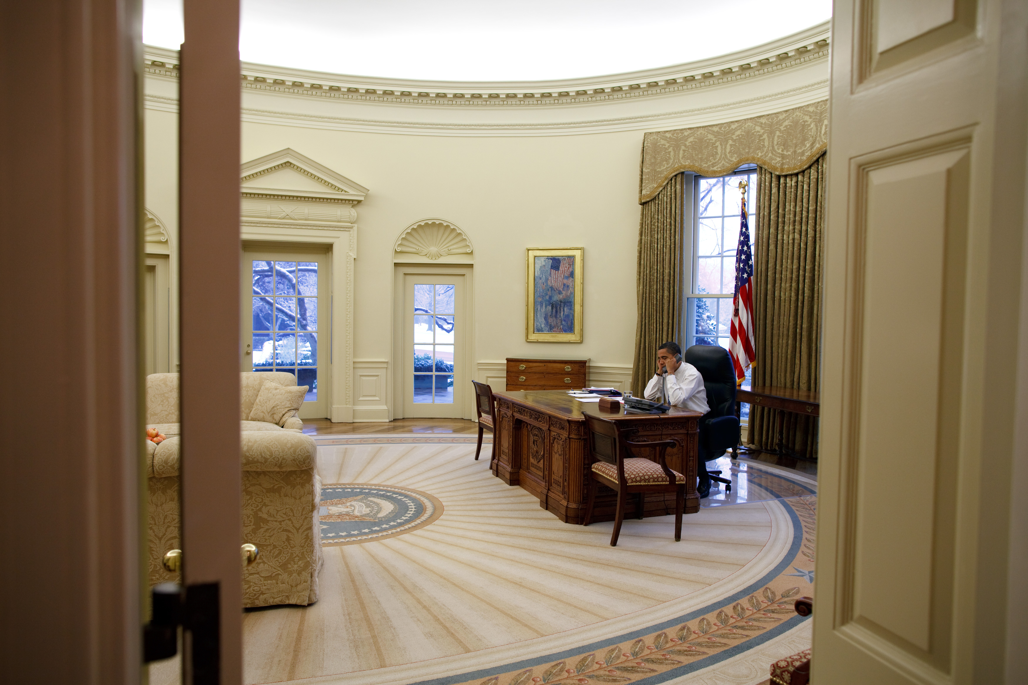 Oval Office Paintings File Barack Obama In The Oval Office View From The West
