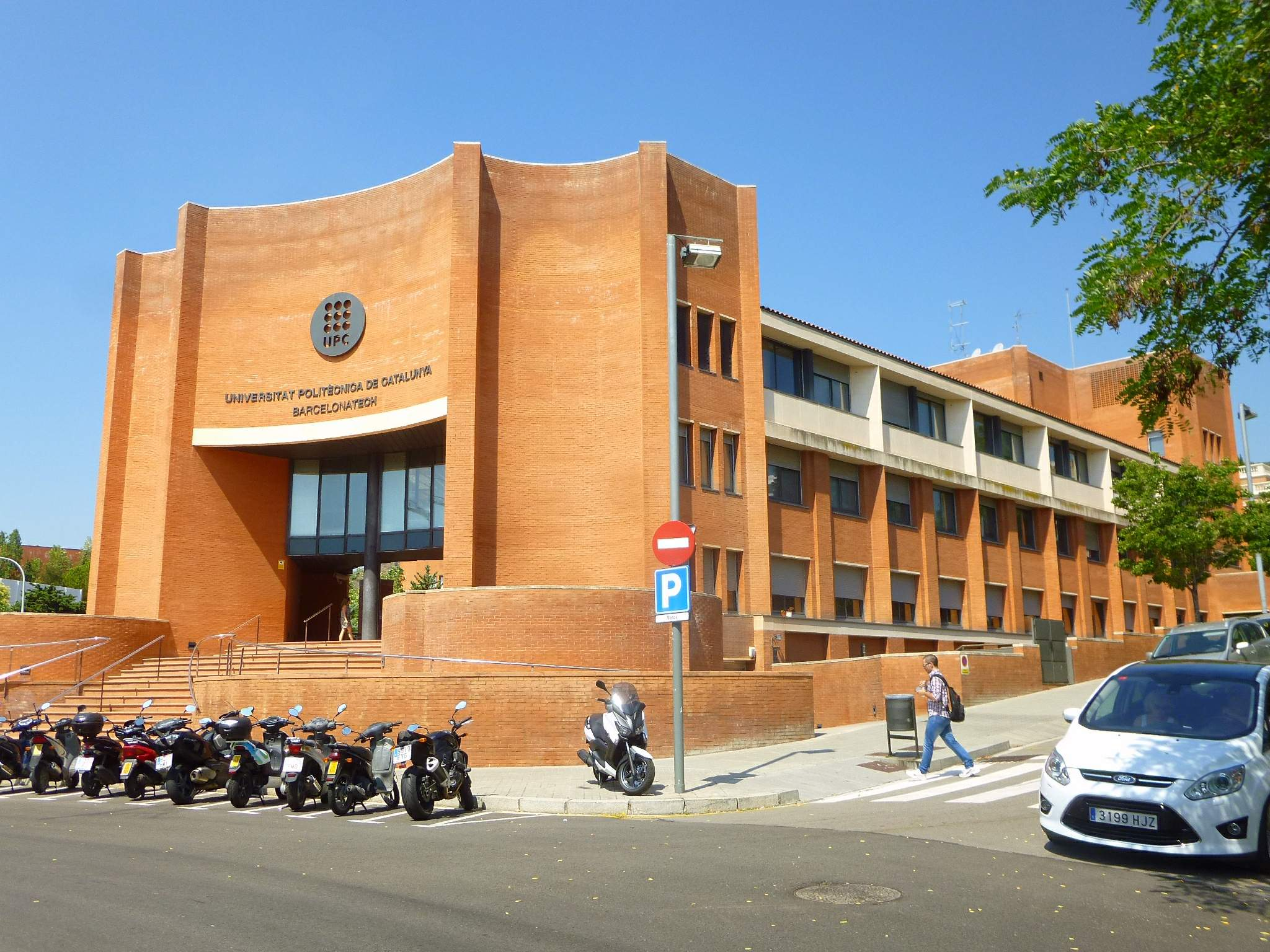 File:Barcelona - Universidad Politécnica de Cataluña (UPC) - Campus Norte -  Edificio Vèrtex 3.jpg - Wikimedia Commons
