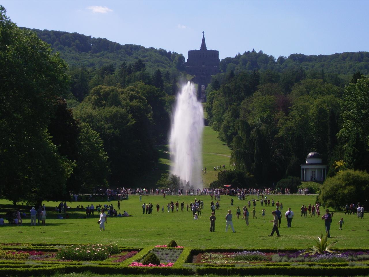 Herkules im Bergpark mit großer Fontäne