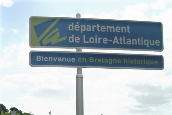 "This Loire-Atlantique road sign reads ""welcome to historical Brittany""."