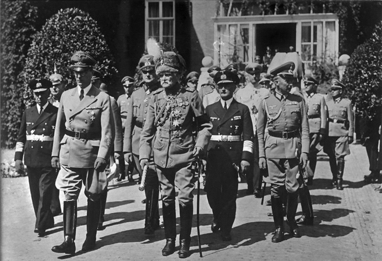 Bundesarchiv bild 183 l19106 doorn beisetzung kaiser wilhelm ii