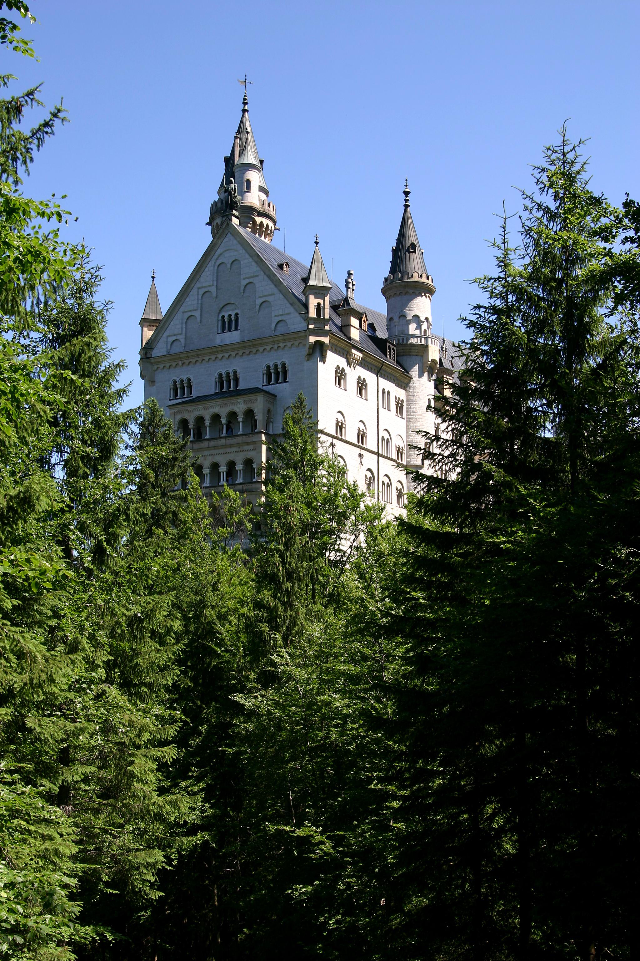 Dvorci koje verovatno nikada nećete posedovati - Page 3 Castle_Neuschwanstein_2