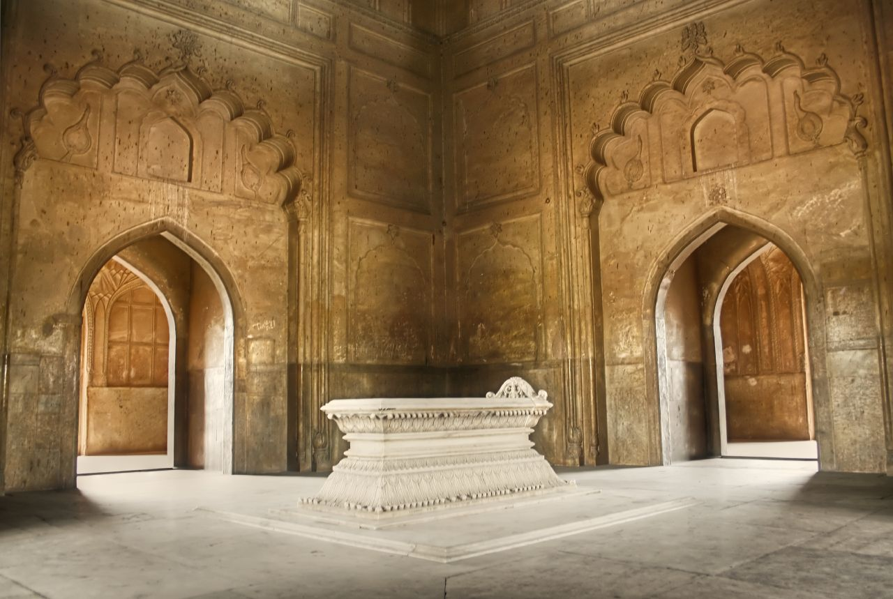 File Cenotaph inside S...
