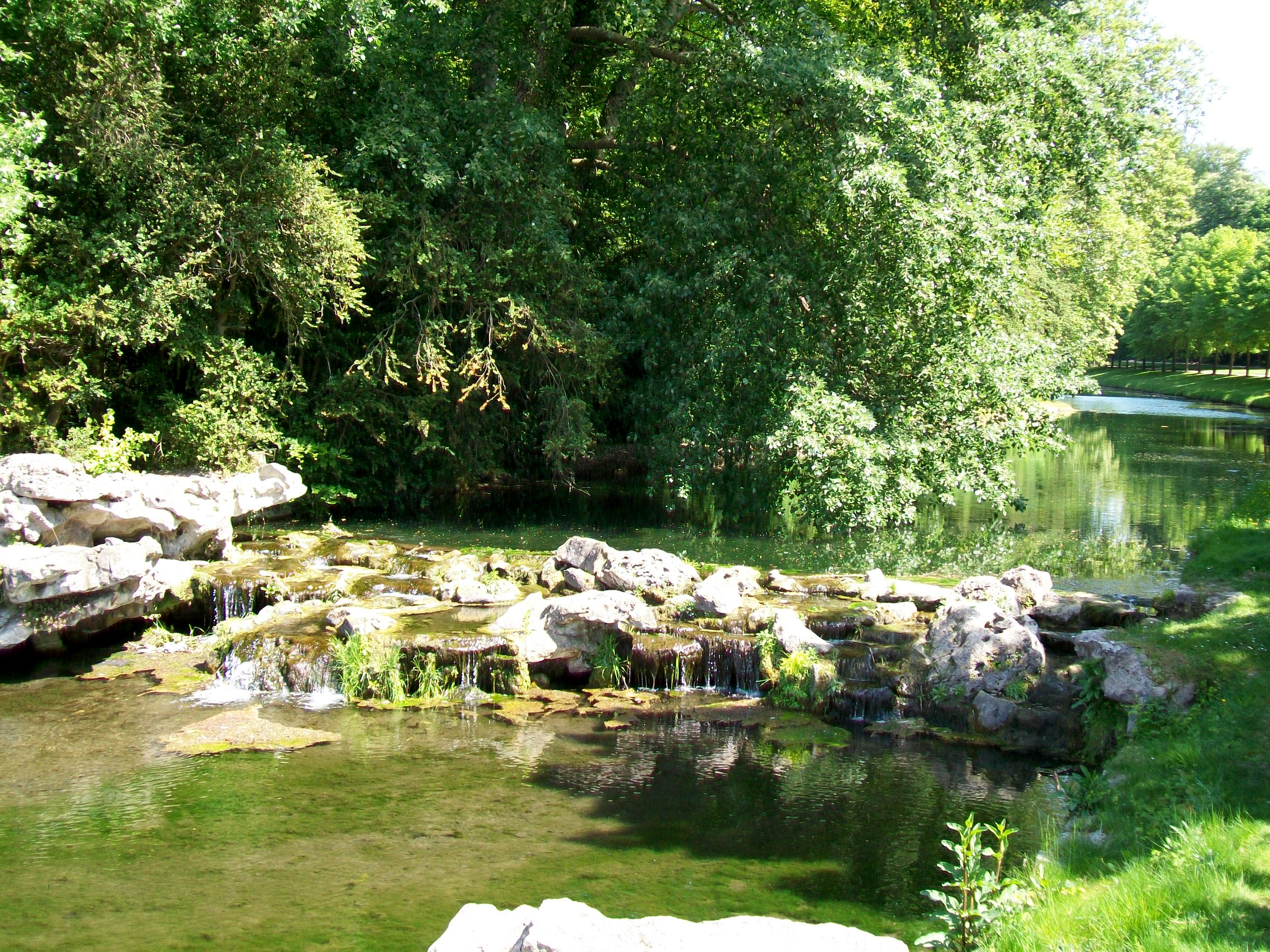 File Ch¢teau de Chantilly jardin anglo chinois canal des
