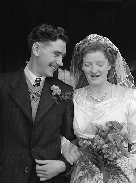 Conde-Roberts wedding at Chirk (12430679885).jpg