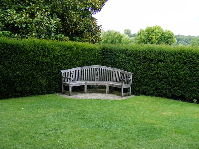 File Corner Bench In The Urn Garden At Chartwell Wikimedia Commons