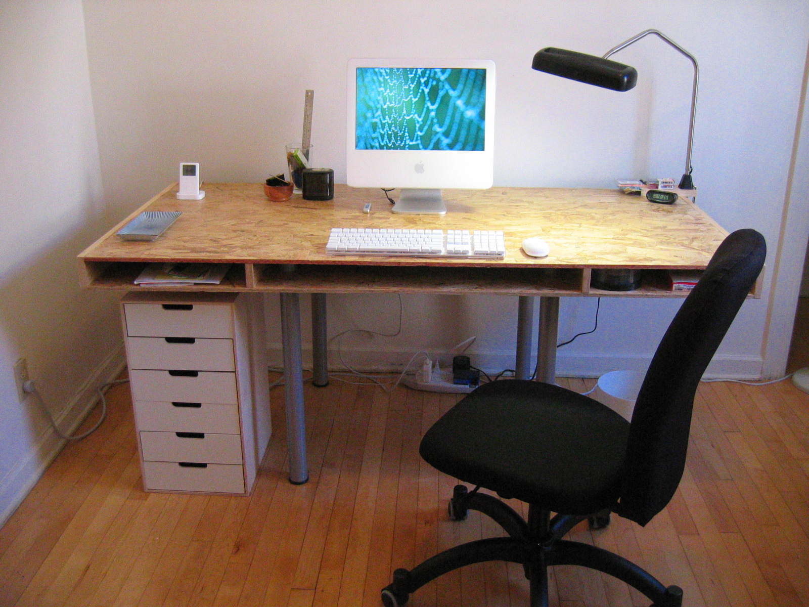 File:Desk.jpg - Wikimedia Commons