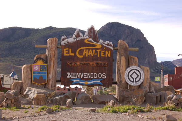 File:El Chalten village entrance sign 01.jpg