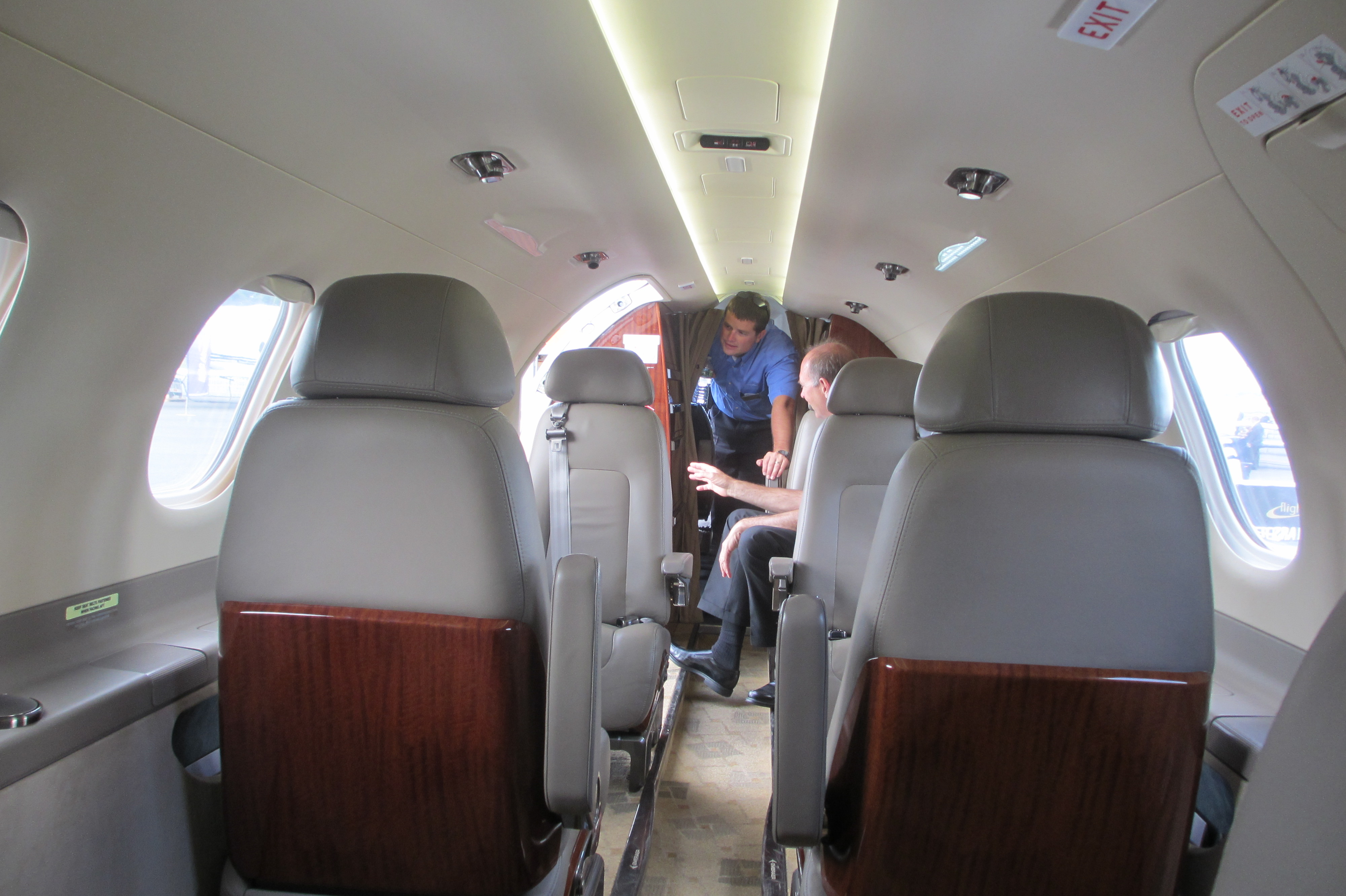 File:Embraer EMB 505 Phenom 300 Interior With Passengers