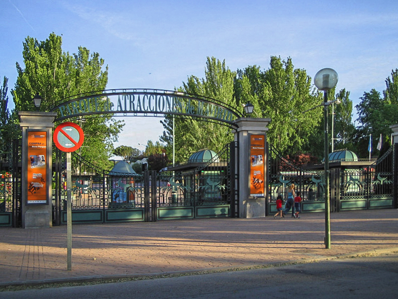 صور مدينه مدريد الاسبانيه  Entrada_Parque_de_Atracciones_de_Madrid
